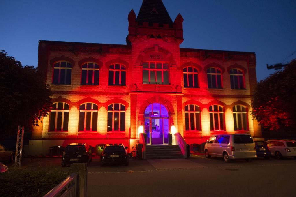 1-Fassadenbeleuchtung-Lichttechnik-Veranstaltungstechnik-Pro Rent GmbH